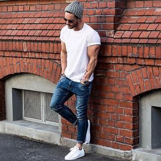 7ec0d2db4be50 Moda para Hombres › Moda para hombres de 30 años Look de moda  Camiseta con cuello  circular blanca