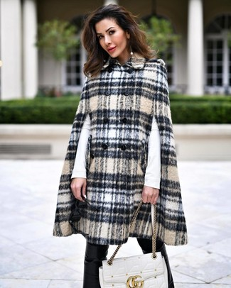 How to wear: beige plaid cape coat, white long sleeve t-shirt, black leather skinny pants, white quilted leather satchel bag