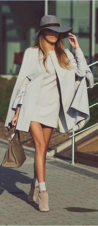 How to wear: grey cape coat, grey shift dress, beige suede ankle boots, olive leather tote bag