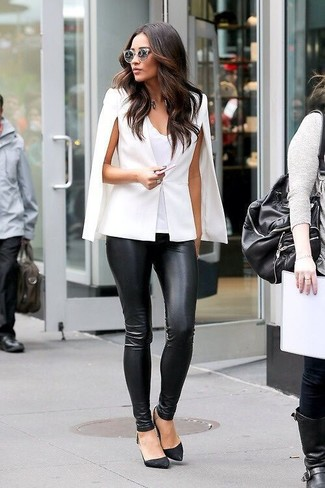 A smart casual combination of a white cape coat and black leather slim trousers can maintain its relevance in many different circumstances. Round off this look with black suede pumps.