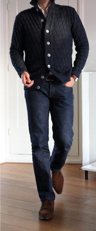 e9ea25343ff82 Pour une tenue de tous les jours pleine de caractère et de personnalité  harmonise un cardigan Cardigan à col châle bleu marine ...