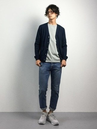 How to Wear a Grey Crew-neck T-shirt For Men: For a winning casual option, you can't go wrong with this pairing of a grey crew-neck t-shirt and blue jeans. Got bored with this outfit? Let grey athletic shoes jazz things up.