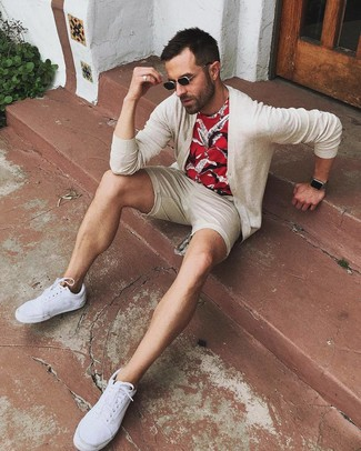 How to wear: beige cardigan, red print crew-neck t-shirt, beige shorts, white canvas low top sneakers