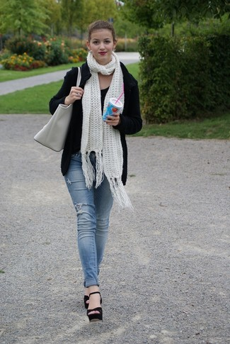 This pairing of a black knit cardigan and a grey leather tote bag combines comfortand practicality and allows you to keep it simple yet current. Black suede heeled sandals are an easy option here. This is a surefire option for a stylish winter-to-spring transition look.