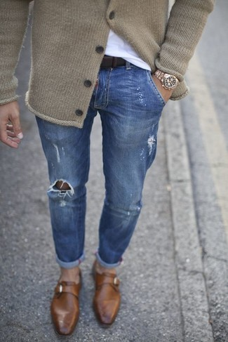 How to wear: beige knit cardigan, white crew-neck t-shirt, blue ripped skinny jeans, brown leather monks