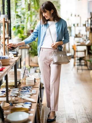 How to wear: light blue cardigan, white crew-neck t-shirt, pink tapered pants, black leather ballerina shoes