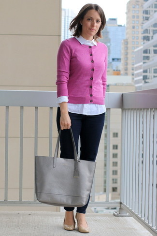 How to Wear a Pink Cardigan In a Dressy Way For Women: This casual combo of a pink cardigan and navy skinny jeans is very easy to throw together in next to no time, helping you look stylish and ready for anything without spending too much time going through your wardrobe. We're totally digging how cohesive this outfit looks when completed with a pair of tan leather pumps.