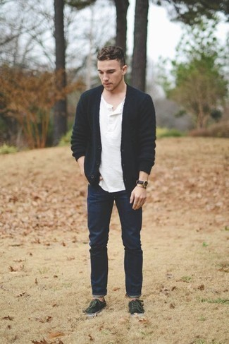 How to Wear a Henley Shirt For Men: For an outfit that brings function and dapperness, team a henley shirt with navy jeans. The whole getup comes together if you introduce dark green canvas low top sneakers to the equation.