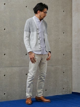 Grey Jeans Outfits For Men: A grey cardigan and grey jeans are a nice combination worth integrating into your day-to-day off-duty collection. Feeling brave? Spice up this getup by finishing off with a pair of tobacco leather derby shoes.