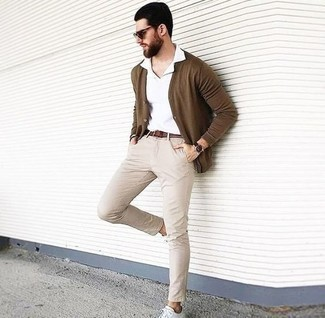 White and Navy Polo Outfits For Men: This laid-back combo of a white and navy polo and beige chinos is a real lifesaver when you need to look stylish but have no extra time. White leather low top sneakers are a great option to complete your getup.