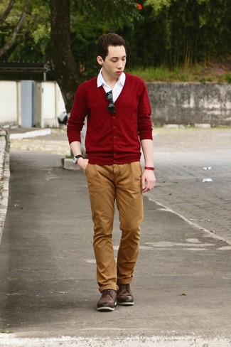 How to wear: burgundy cardigan, white short sleeve shirt, tobacco chinos, dark brown leather brogue boots