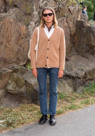 Black Leather Derby Shoes Outfits: Marry a tan cardigan with blue jeans for both on-trend and easy-to-achieve outfit. Spice up this look by slipping into black leather derby shoes.