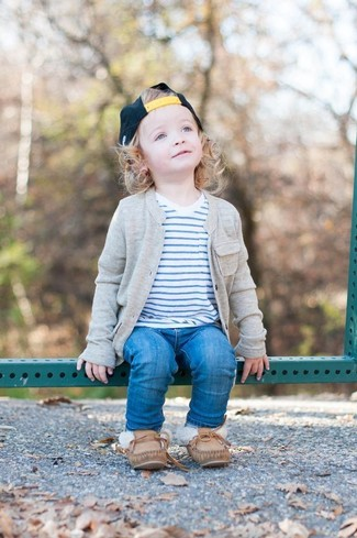 How to Wear Blue Jeans In Spring For Boys: Suggest that your tot reach for a grey cardigan and blue jeans to create a smart casual look. Finish this getup with brown boat shoes.