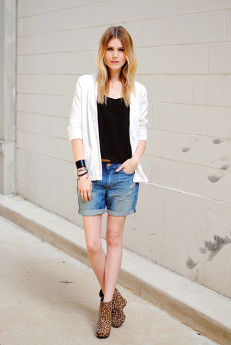 Pairing a white cardigan with a black bracelet is an on-point option for a day in the office. Look at how well this outfit pairs with tan leopard suede ankle boots. If you're trying to figure out a summer-friendly getup, this one is a great option.