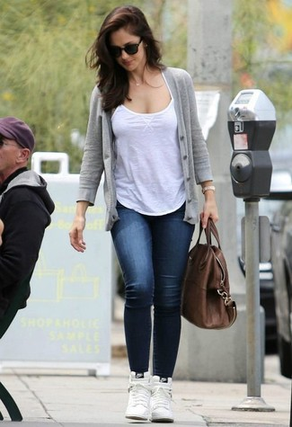 How to wear: grey cardigan, white tank, navy skinny jeans, white leather high top sneakers