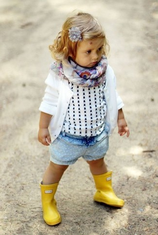 How to wear: white cardigan, white tank top, light blue denim shorts, yellow rain boots