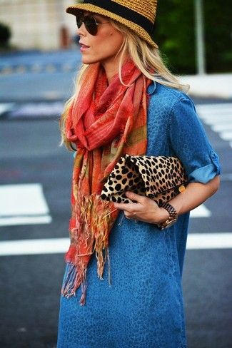 Tan Leopard Suede Clutch Outfits: Marrying a blue denim casual dress with a tan leopard suede clutch is an on-point option for a cool and casual getup.