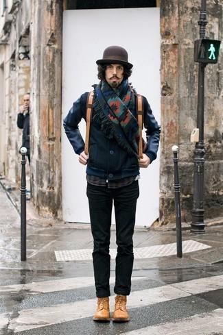 Cómo combinar: cazadora de aviador de cuero azul marino, camisa de manga larga de tartán azul marino, pantalón chino negro, botas casual de cuero marrón claro