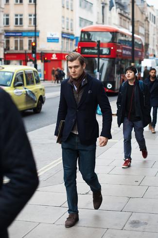 Cómo combinar: chaleco de abrigo en marrón oscuro, blazer de pana azul marino, camisa de manga larga de cambray celeste, vaqueros azul marino