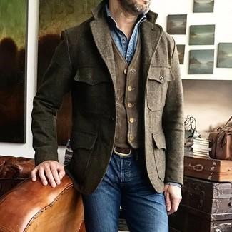 Cómo combinar: chaqueta campo de lana marrón, chaleco de vestir de pana en marrón oscuro, camisa vaquera azul, vaqueros pitillo azules