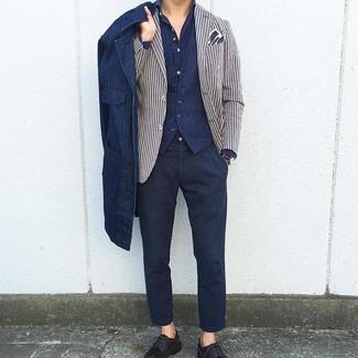 Look de moda: Chaqueta estilo camisa vaquera azul marino, Blazer de rayas verticales en blanco y azul marino, Chaleco de vestir azul marino, Camisa de manga larga azul marino