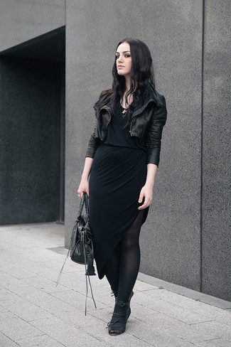 Cómo combinar unas medias negras con una falda larga negra. Cómo combinar   chaqueta ... 46551c0577e49