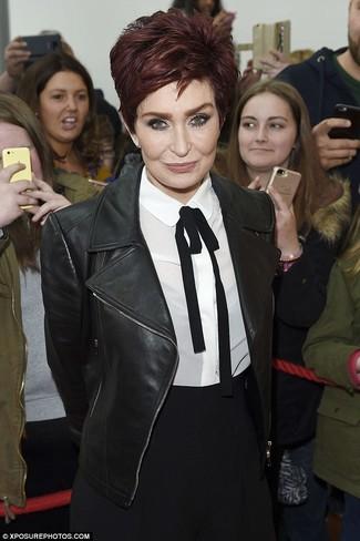 Chaqueta motera de cuero negra camisa de vestir de seda en blanco y negro pantalon de vestir negro large 23956