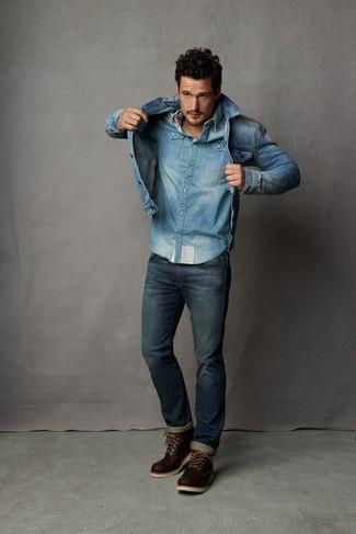 Cómo combinar: chaqueta vaquera azul, camisa vaquera celeste, vaqueros azul marino, botas casual de cuero en marrón oscuro
