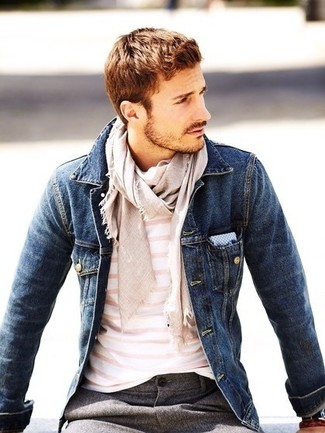 ... Elige una chaqueta vaquera azul marino y un pantalón de vestir de lana  gris para un 6905c35db6f8