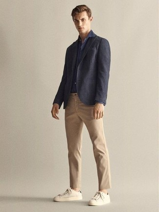 Blazer Outfits For Men: Consider teaming a blazer with khaki chinos and you'll be the picture of rugged sophistication. Change up this ensemble with a pair of beige canvas low top sneakers.