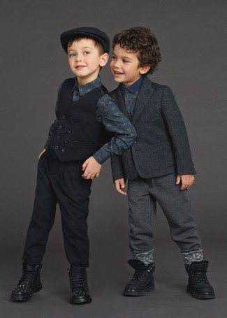 How to Wear a Navy Print T-shirt For Boys: Suggest that your child reach for a navy print t-shirt and charcoal sweatpants for a comfy outfit. As far as footwear is concerned, let your boy grab a pair of black boots.