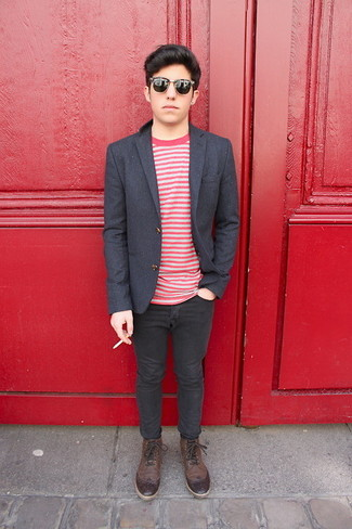 How to wear: charcoal wool blazer, white and red horizontal striped crew-neck t-shirt, black skinny jeans, dark brown leather brogue boots