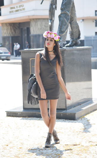 Headband Outfits: Pair a charcoal bodycon dress with a headband to be both relaxed casual and neat. Grey leather lace-up flat boots are the right shoes here.