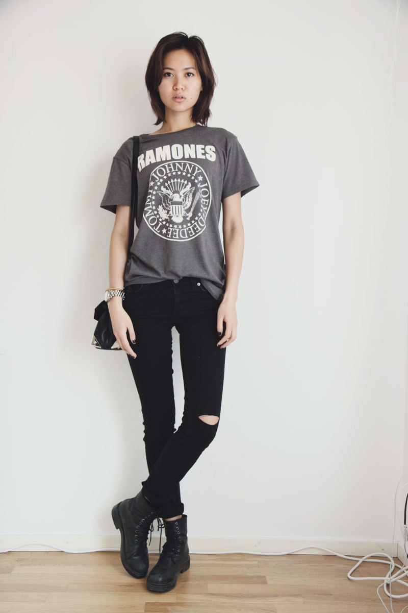 Black t shirt and jeans - Women S Charcoal Print Crew Neck T Shirt Black Skinny Jeans Black Leather Lace Up Flat Boots Black Leather Crossbody Bag Women S Fashion