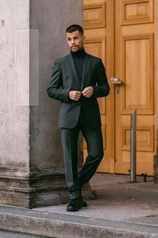 Charcoal Suit with Black Leather Chelsea Boots Outfits: Opt for a charcoal suit and a charcoal turtleneck if you're going for a neat, stylish look. Complement this outfit with a pair of black leather chelsea boots and off you go looking smashing.