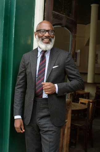 How to Wear a Navy Horizontal Striped Tie For Men: Make a charcoal wool suit and a navy horizontal striped tie your outfit choice - this look will definitely make heads turn.