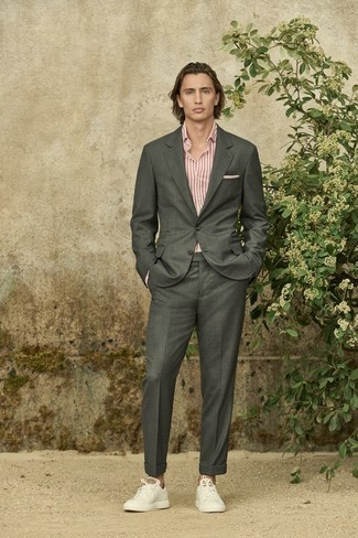 White Pocket Square Outfits: This laid-back combination of a charcoal suit and a white pocket square is a surefire option when you need to look casually cool in a flash. When in doubt as to what to wear on the shoe front, stick to a pair of white leather low top sneakers.