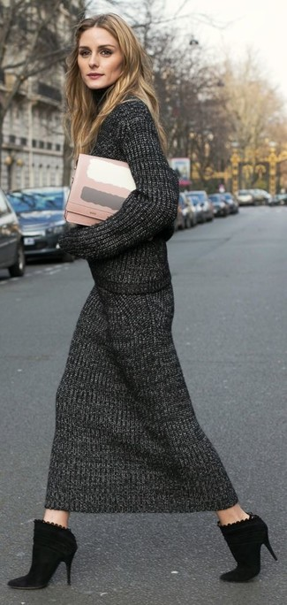 How to Wear a Pink Leather Clutch: Dress in a charcoal knit turtleneck and a pink leather clutch for a laid-back getup with a modern finish. For something more on the smart end to finish this getup, introduce a pair of black suede ankle boots to your ensemble.