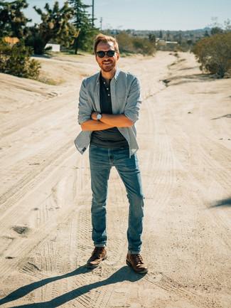 Essaie d'associer un t-shirt à col boutonné gris foncé avec un jean bleu pour un look de tous les jours facile à porter. Une paire de des bottes de loisirs en cuir brunes est une façon simple d'améliorer ton look.