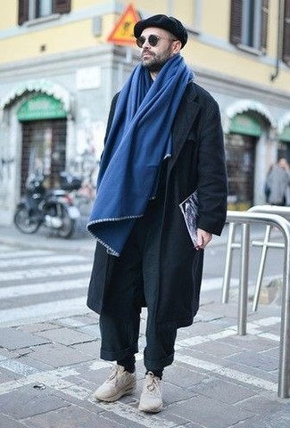 How to wear: black chinos, beige athletic shoes, black flat cap, blue scarf