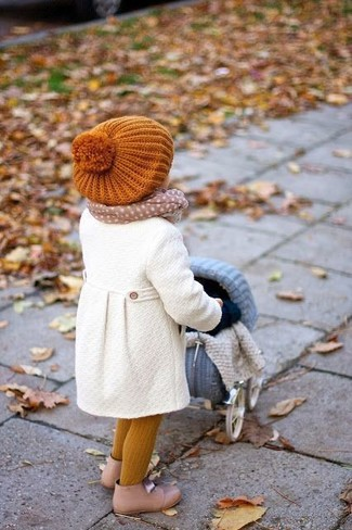 How to wear: white coat, beige boots, orange beanie, beige scarf