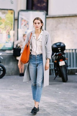 This pairing of an Emilio Pucci Silk Blouse and blue jeans combines comfortand functionality and allows you to keep it clean yet current. Look at how well this ensemble pairs with black leather tassel loafers. This getup is super comfortable and will help you out in unpredictable spring weather.