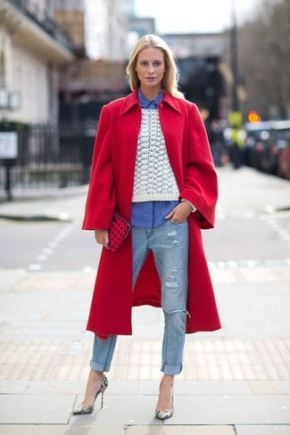 A red coat and light blue ripped jeans are great staples that will integrate perfectly within your current looks. A pair of grey snake leather pumps will add more polish to your overall look.  If you feel uninspired by your autumn fashion options, this getup just might be the inspo you need.