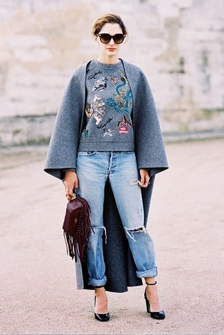 How to wear: grey coat, grey embroidered crew-neck sweater, light blue ripped boyfriend jeans, black leather pumps