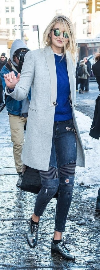 If you don't like spending too much time on your combinations, consider wearing a grey coat and navy ripped skinny jeans. Dress up this look with silver leather oxford shoes. It's is a good choice if you're figuring out a standout outfit for in-between weather.