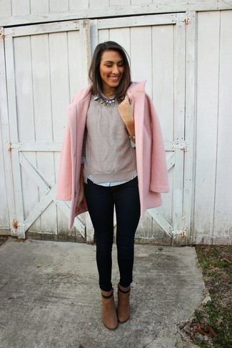 Master the effortlessly chic look in a rose pink coat and dark blue skinny jeans. Round off this look with brown suede booties.