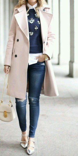 How to wear: pink coat, navy embellished crew-neck sweater, white dress shirt, navy ripped skinny jeans