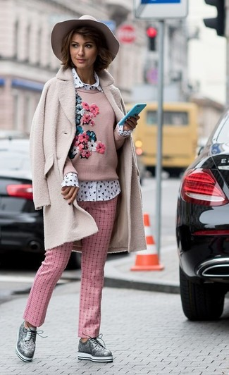 How to wear: pink fleece coat, pink embroidered crew-neck sweater, white print dress shirt, pink check tapered pants