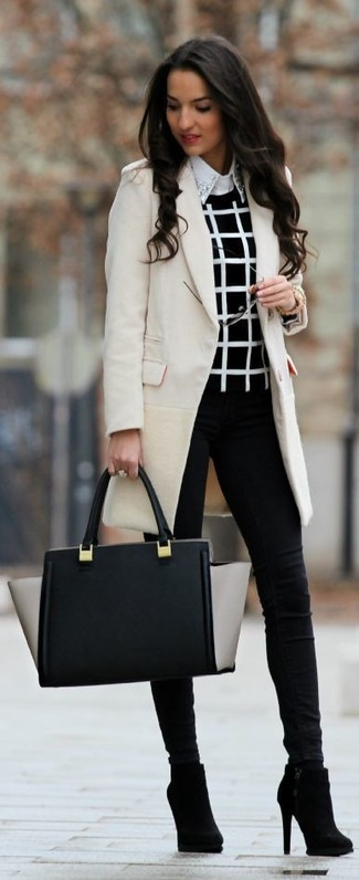 A beige coat and black skinny jeans will give off this very sexy and chic vibe. For the maximum chicness opt for a pair of black ankle boots.