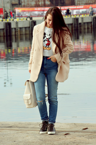 How to wear: beige coat, grey print crew-neck sweater, blue ripped jeans, black leather high top sneakers